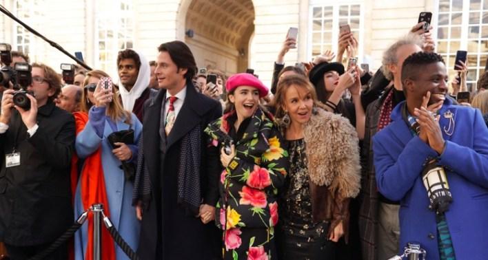 Cena da série Emily em Paris, da Netflix