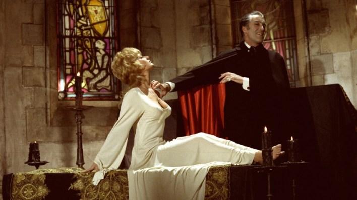 Hammer: Drácula no Mundo da Minissaia