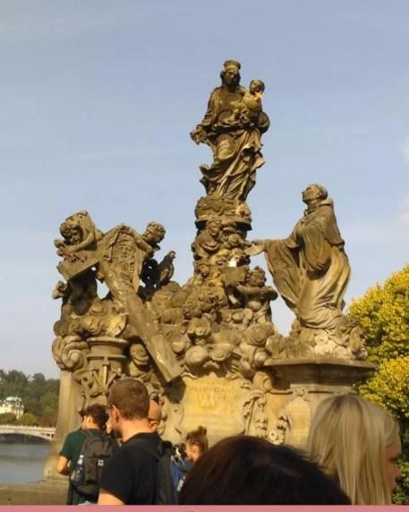 Karl Köprüsündeki Azizlerin Heykelleri