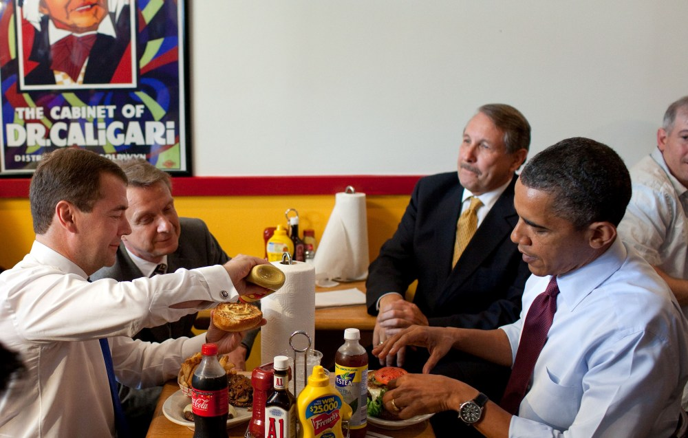 obama_medvedev_rays_hell_burger_june_2010