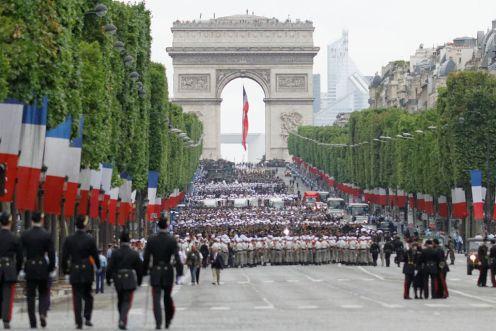 Bastille_Day_2014_Paris_-_Color_guards_034