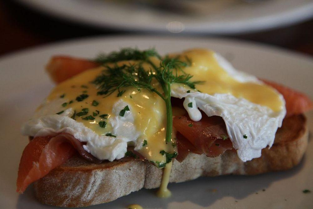 1024px-Eggs-Benedict-With-Smoked-Salmon-2010.jpg