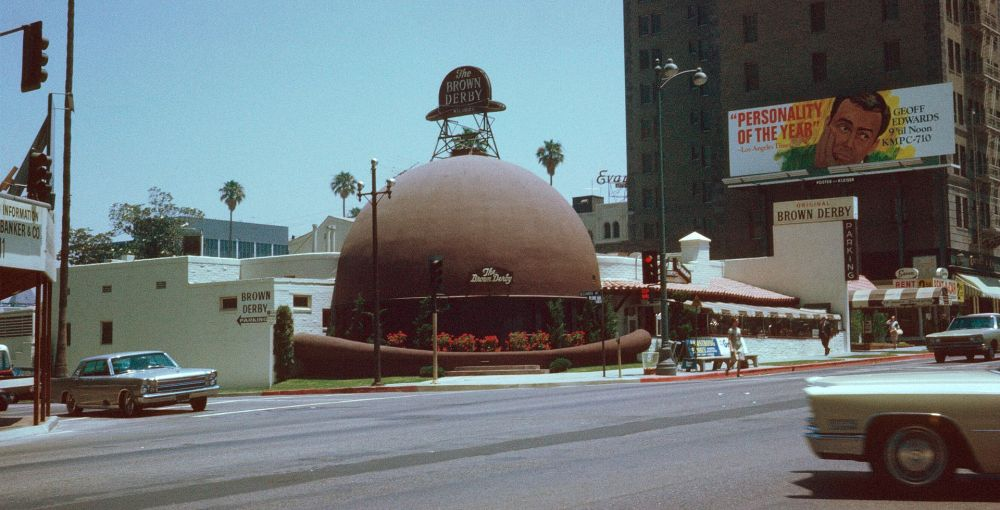 Brown_Derby_Restaurant,_Los_Angeles,_Kodachrome_by_Chalmers_Butterfield