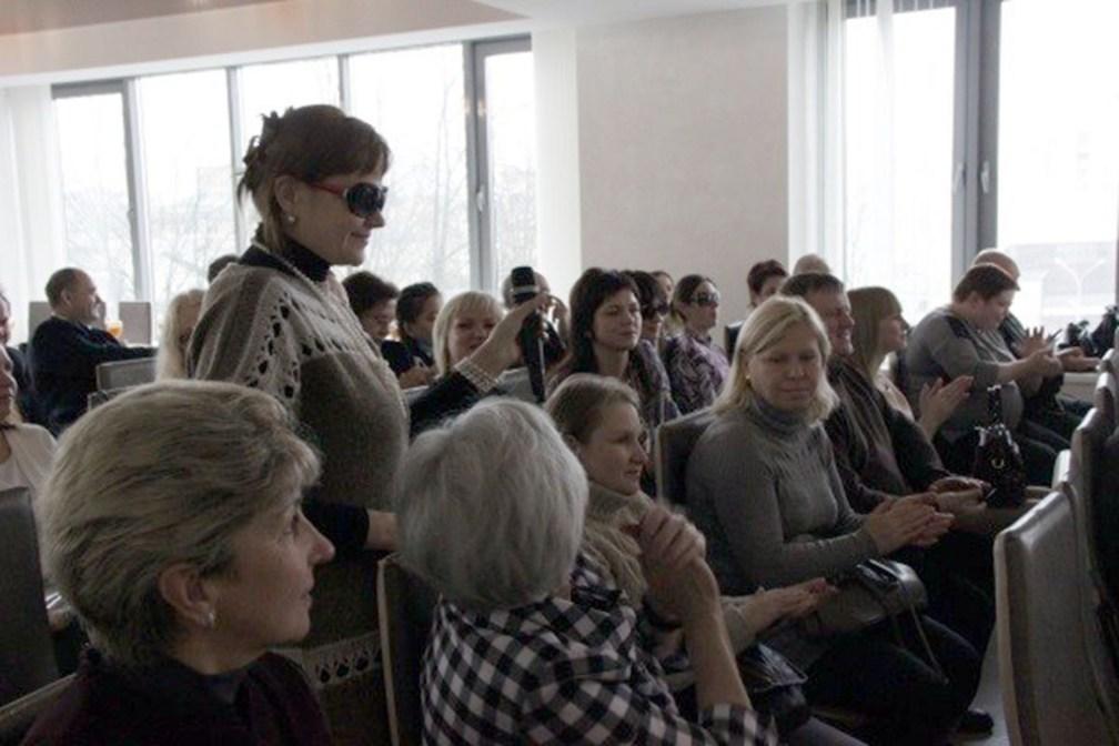 × Светлана Каленчукова читает стихи о проекте путь к успеху