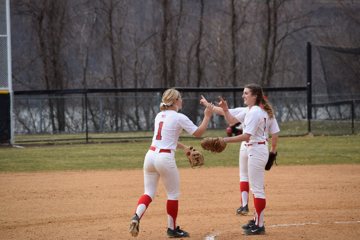 Marist Splits Saturday Set; Phippen Tosses One-Hit Shutout