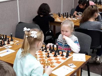 За игрой воспитанница ЦЭВДМ Храменкова Оля