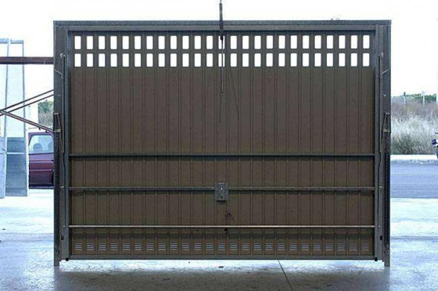 porte de garage basculante sur mesure d bordante sans rail. Black Bedroom Furniture Sets. Home Design Ideas