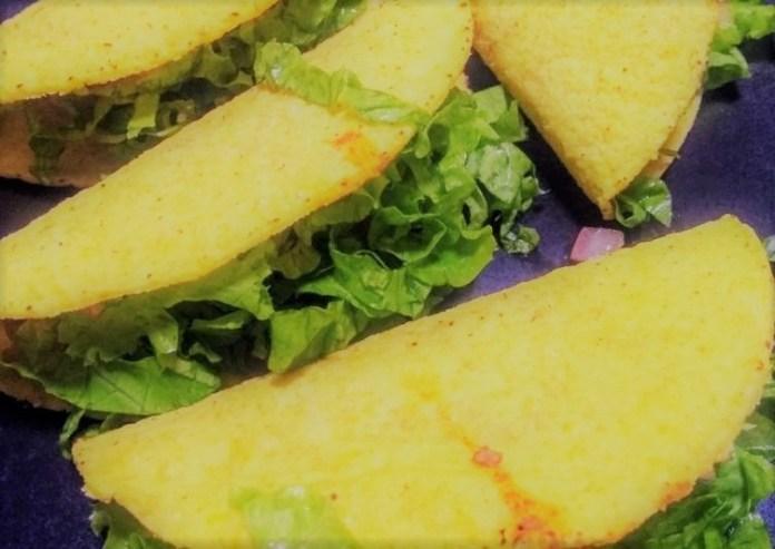 Tacos Mexicanos recheados com carne moída