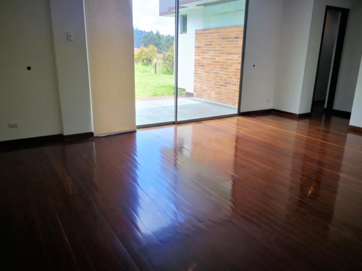 sala de estar Venta casa en Altos de Yerbabuena