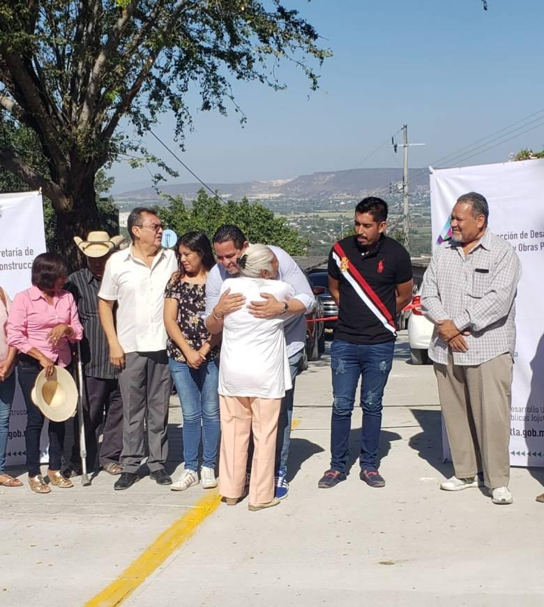 ESTUDIANTES DE LA TELESECUNDARIA DE LA COLONIA PEDRO AMARO YA CUENTAN CON CALLE DE ACCESO PAVIMENTADA 05