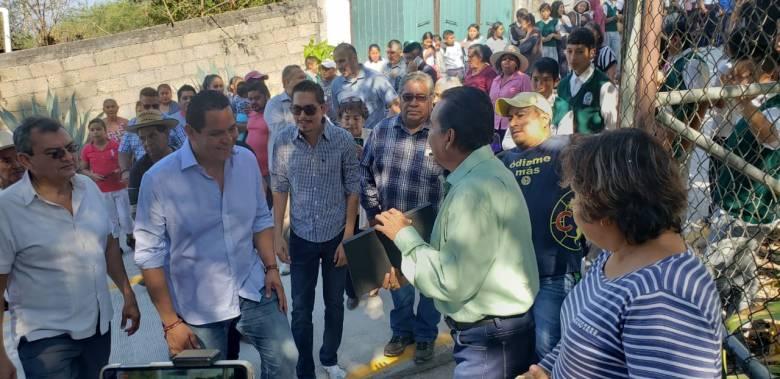 ESTUDIANTES DE LA TELESECUNDARIA DE LA COLONIA PEDRO AMARO YA CUENTAN CON CALLE DE ACCESO PAVIMENTADA 06
