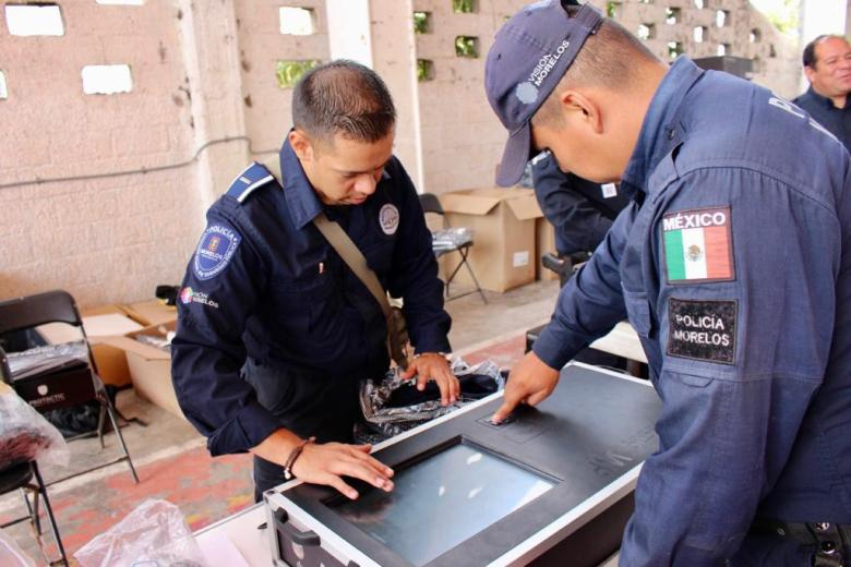 ENTREGA ORTIZ GUARNEROS UNIFORMES A POLICÍAS DE TETELA DEL VOLCÁN 05