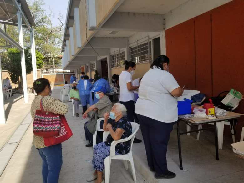 Arranca vacunación contra Covid-19 en Amacuzac