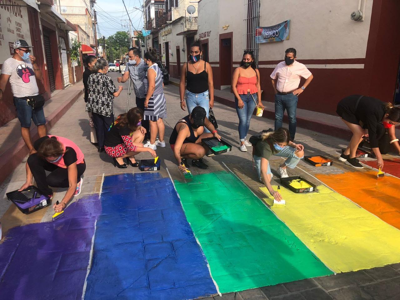 Pintan de colores pasos peatonales en Xochitepec