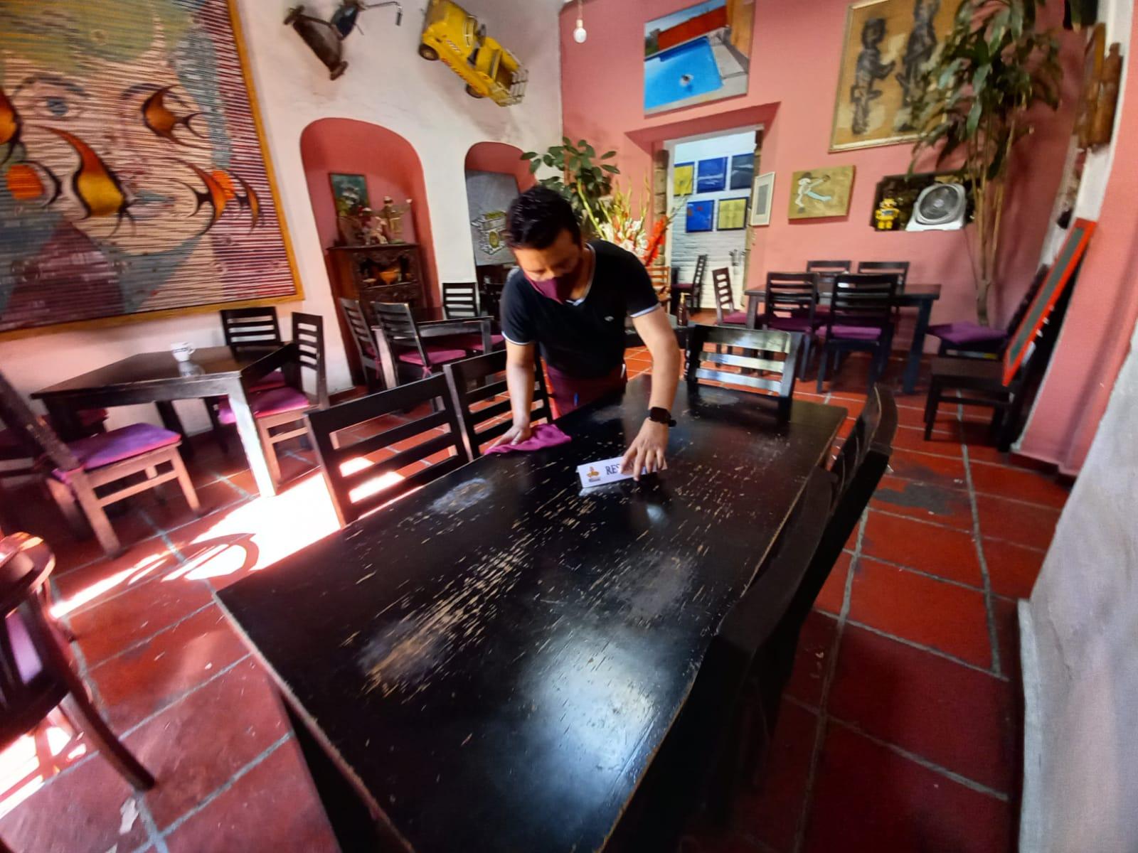 Vacunan este martes contra Covid-19 a trabajadores del sector restaurantero de Morelos