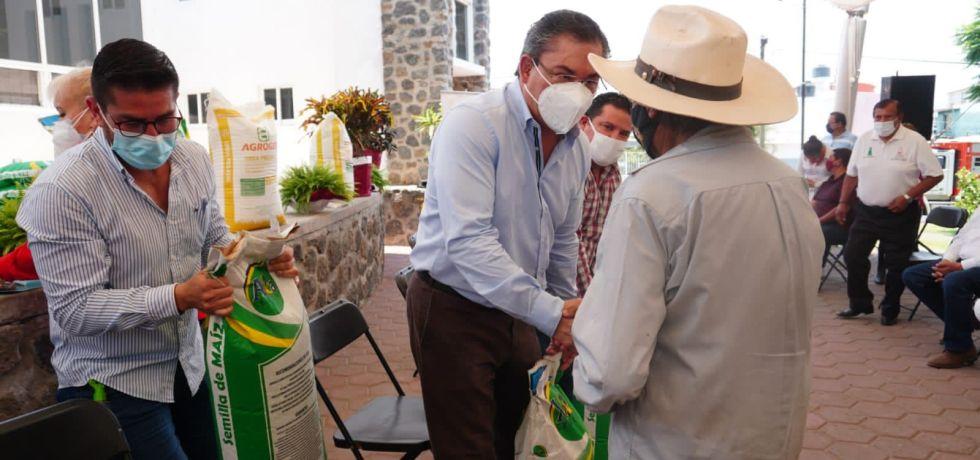 Entrega de apoyo a productores de Jiutepec