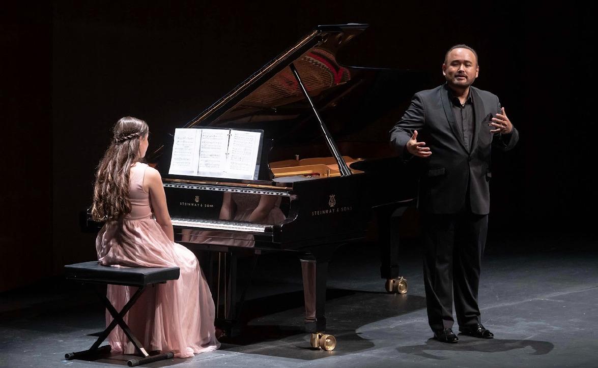 Conquista el tenor Javier Camarena al público del Centro Cultural Teopanzolco
