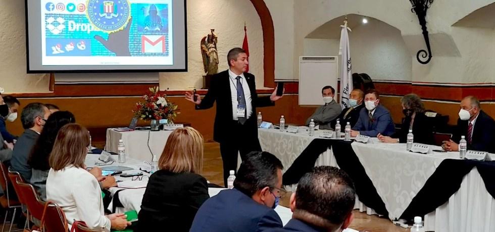 Agentes del FBI y de la Policía Montada de Canada brindan capacitación a un grupo de agentes de investigación criminal de Morelos