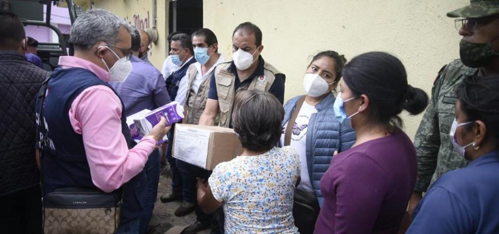 Recorre Cuauhtémoc Blanco zona afectada por inundación en Tlayacapan