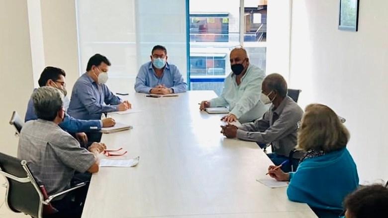 """Atiende Víctor Mercado  a integrantes de la Asociación Cívica """"Gustavo Salgado"""""""