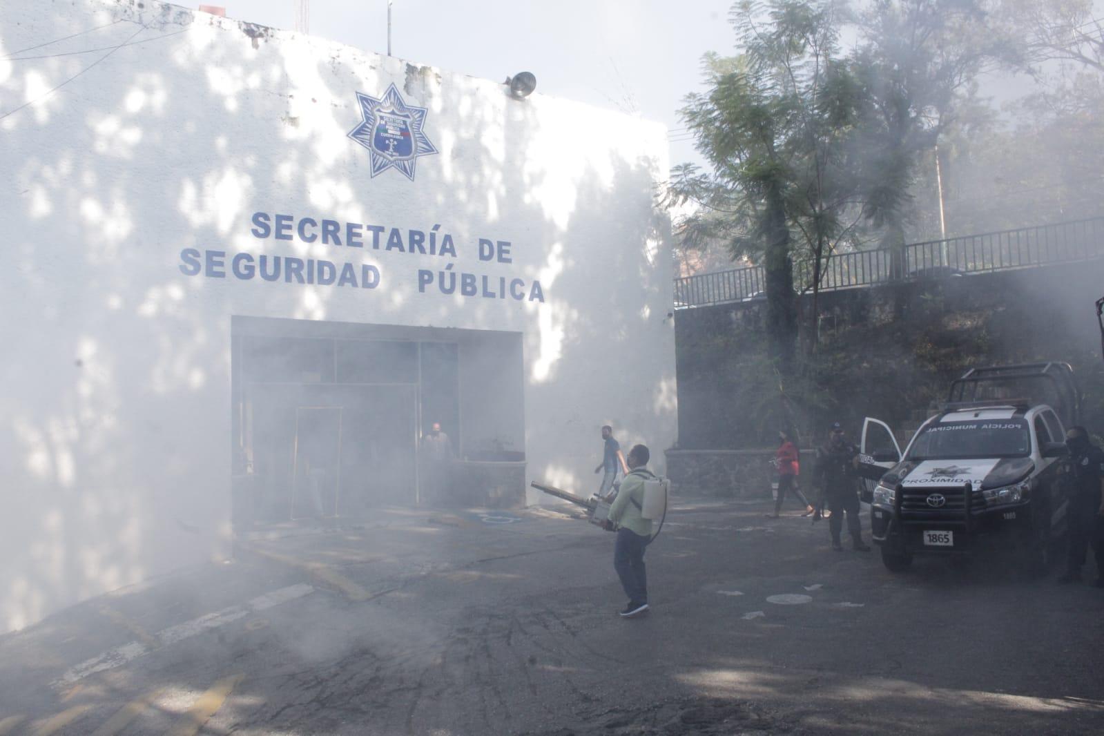 Desinfectan oficinas públicas de Cuernavaca para prevenir contagios de Covid-19