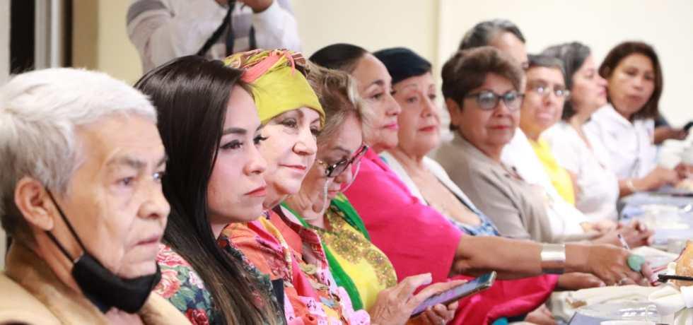 Sostienen reunión ganadoras de la Presea Xochiquetzalli y aspirante para exponer temas sobre la lucha de los derechos de las mujeres