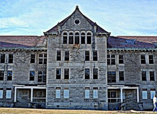 A ghost hunter and 8 classic haunts in Central Illinois