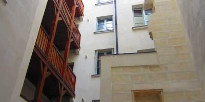 ravalement pierre, plâtre et chaux, zinguerie, menuiserie, décoration 92/94 rue saint honoré PARIS 1er
