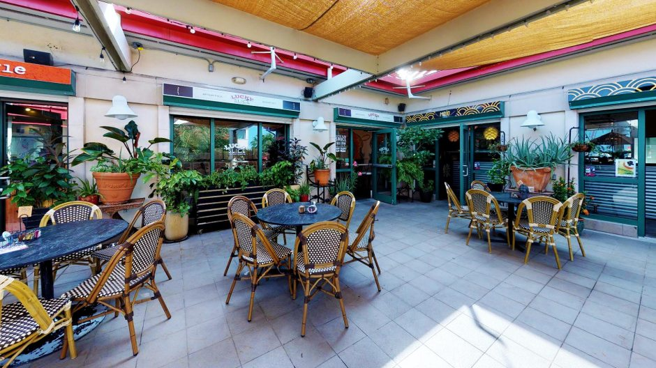 Outdoor Seating, Central Terrace, Cayman Islands