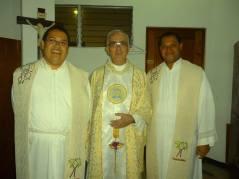 Mauricio, PAco y Yefrin en la misa de graduación