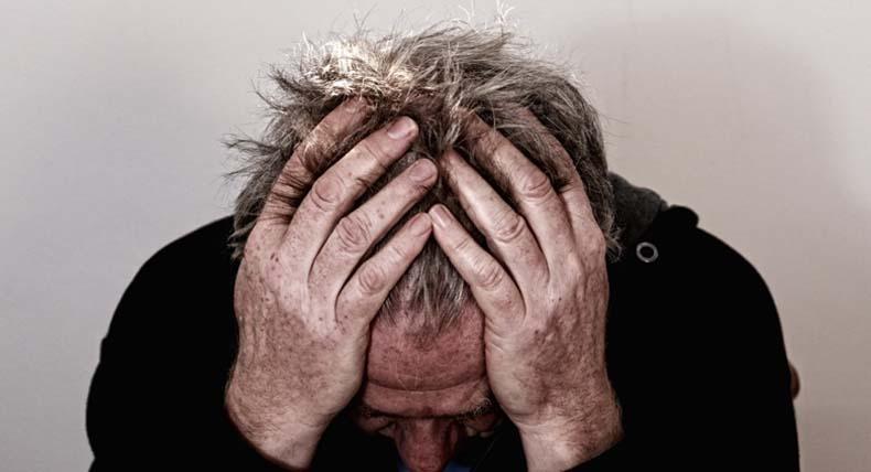 hombre-depresion-acufenos