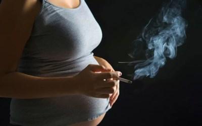 Cuidado, fumar en el embarazo aumenta el riesgo de pérdida auditiva del bebé