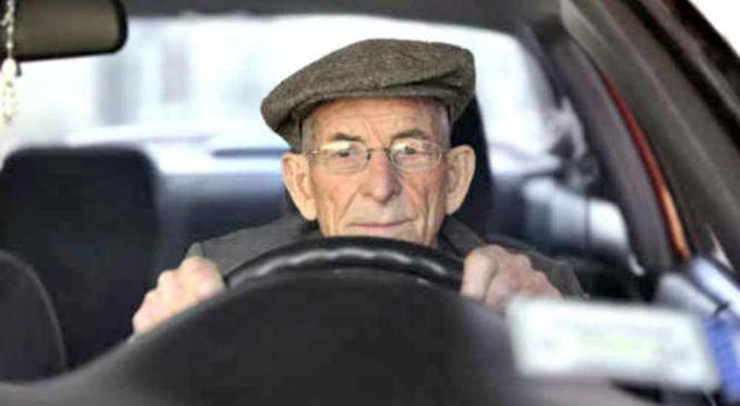 Esto debes considerar al elegir un automóvil para un adulto mayor
