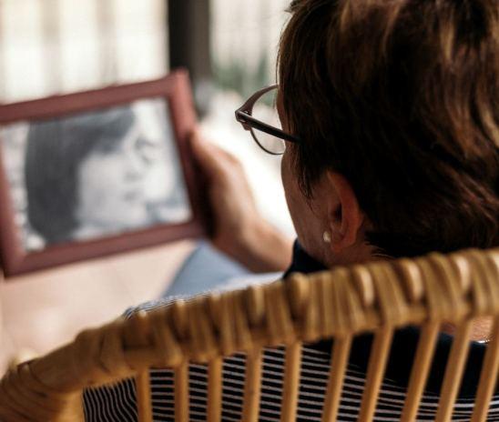 La aprobación de un medicamento contra el Alzheimer en EE.UU que confunde a la comunidad científica