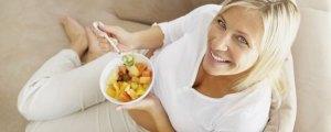 razones para desayunar - mujer desayunando