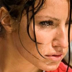 mujer sudando quemar grasa