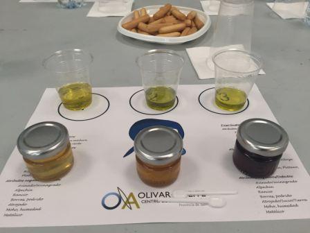 Cata de AOVEs con miel en OleoMiel 2016