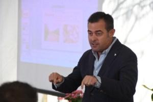 Juan Vilar conferenciando