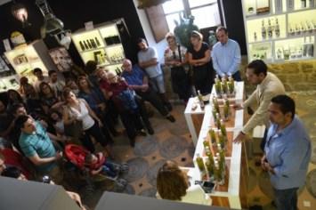 Público en el Centro de Interpretación Olivar y Aceite