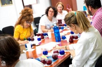 Participantes tomando notas en el Club de Cata.