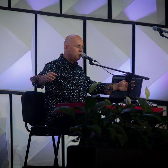 TIEMPO DE ADORACIÓN con Alberto Rivera en los 21 Días de ayuno y búsqueda de Dios.