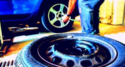 Scoppia uno pneumatico, è colpa del datore di lavoro