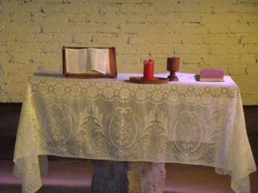 27 Interior capilla pulpito de piedra