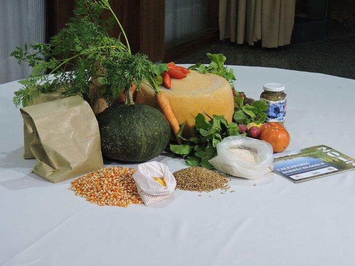 arreglo-de-mesa-con-productos-agroecologicos-2