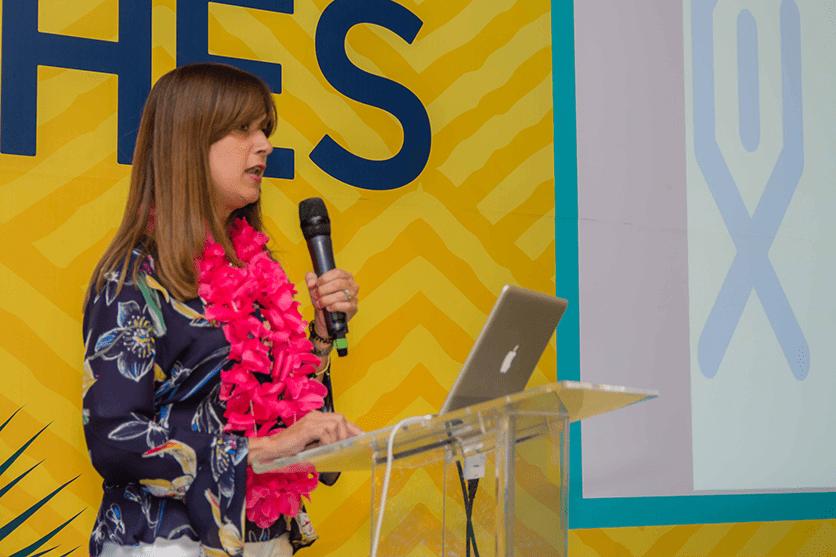 Dra. Rachel Alburquerque presenta su conferencia MIGS en el manejo de Glaucoma, COHES 2018