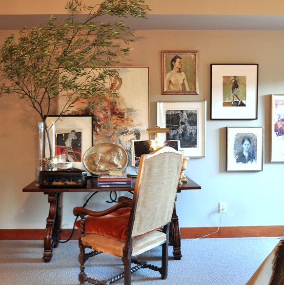 master desk and art
