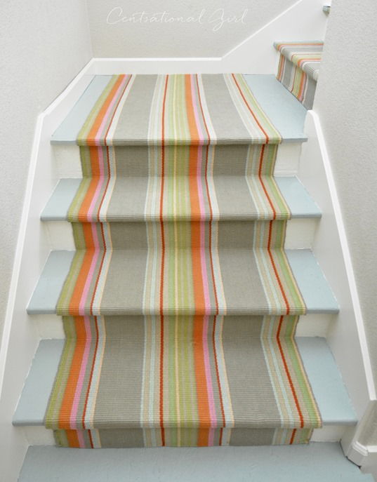 turning staircase corner with runner