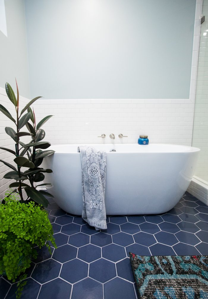 Attirant Dark Blue Hexagon Tile Floor