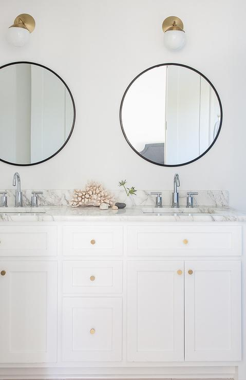 mixing metal finishes in the bathroom