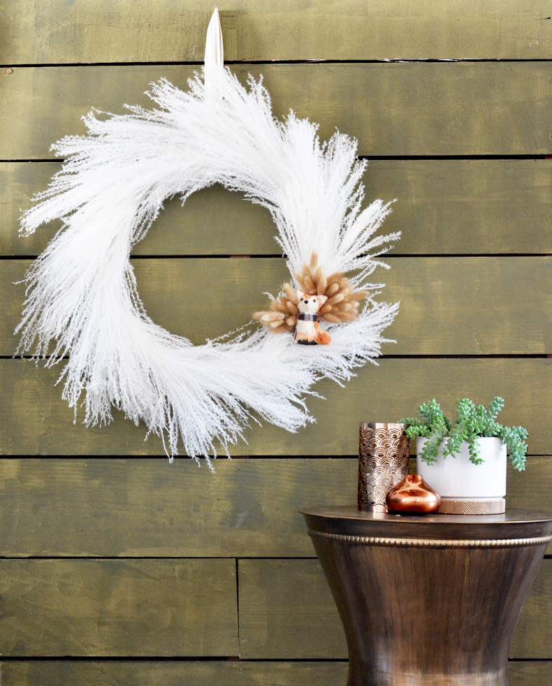 SALE 100/% Cotton Fabric Inprint Bird Feathers Fluffy Black